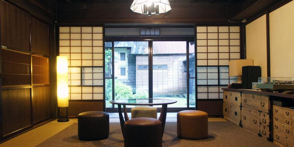 CAFE HAYASHI 中庭を眺める個室